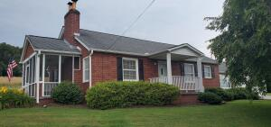 Charming brick cottage on an ACRE!