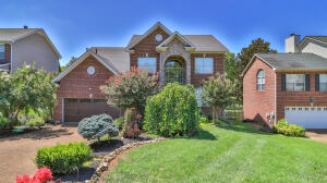 Welcome to 1243 Willowood Road in Roefield Subdivision in West Knoxville!