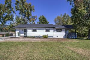 125 Roberts St, Harriman, TN 37748