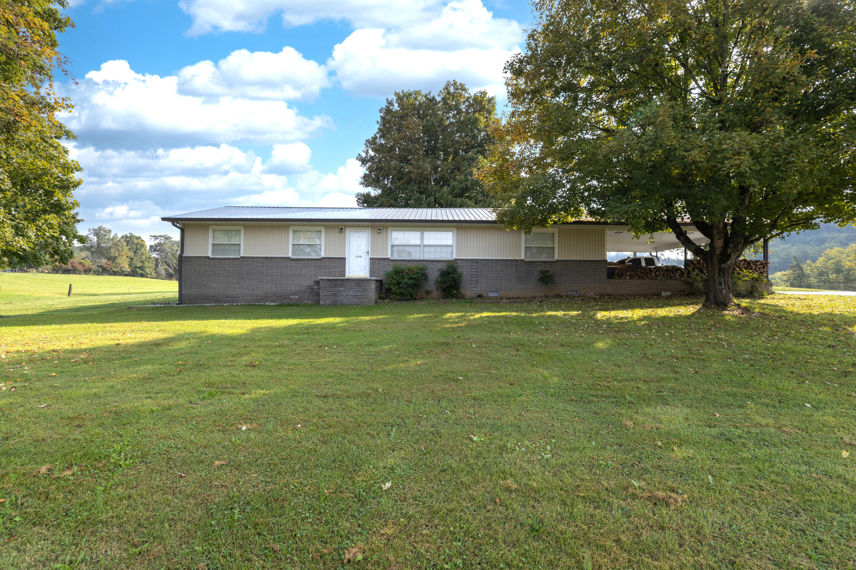 1728 Midway Rd, Strawberry Plains, TN 37871