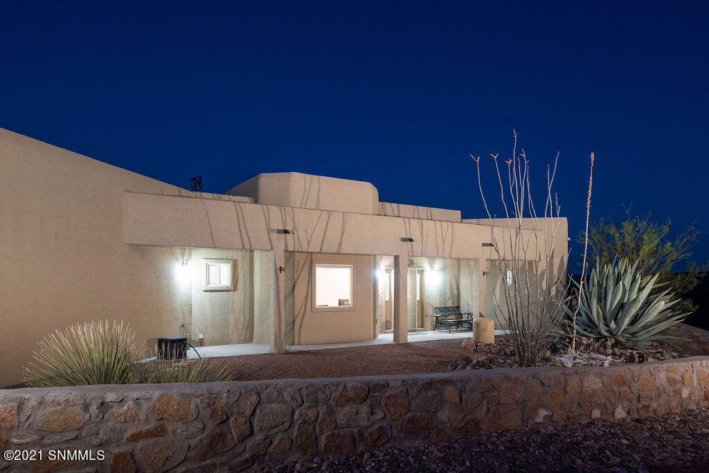 5565 Red Wolf Lane, Las Cruces, NM 88007