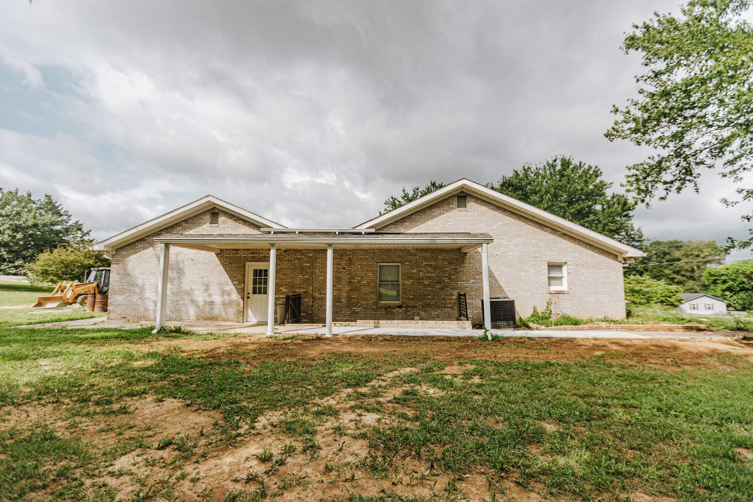 33 Country Hill Dr, Monticello, KY 42633