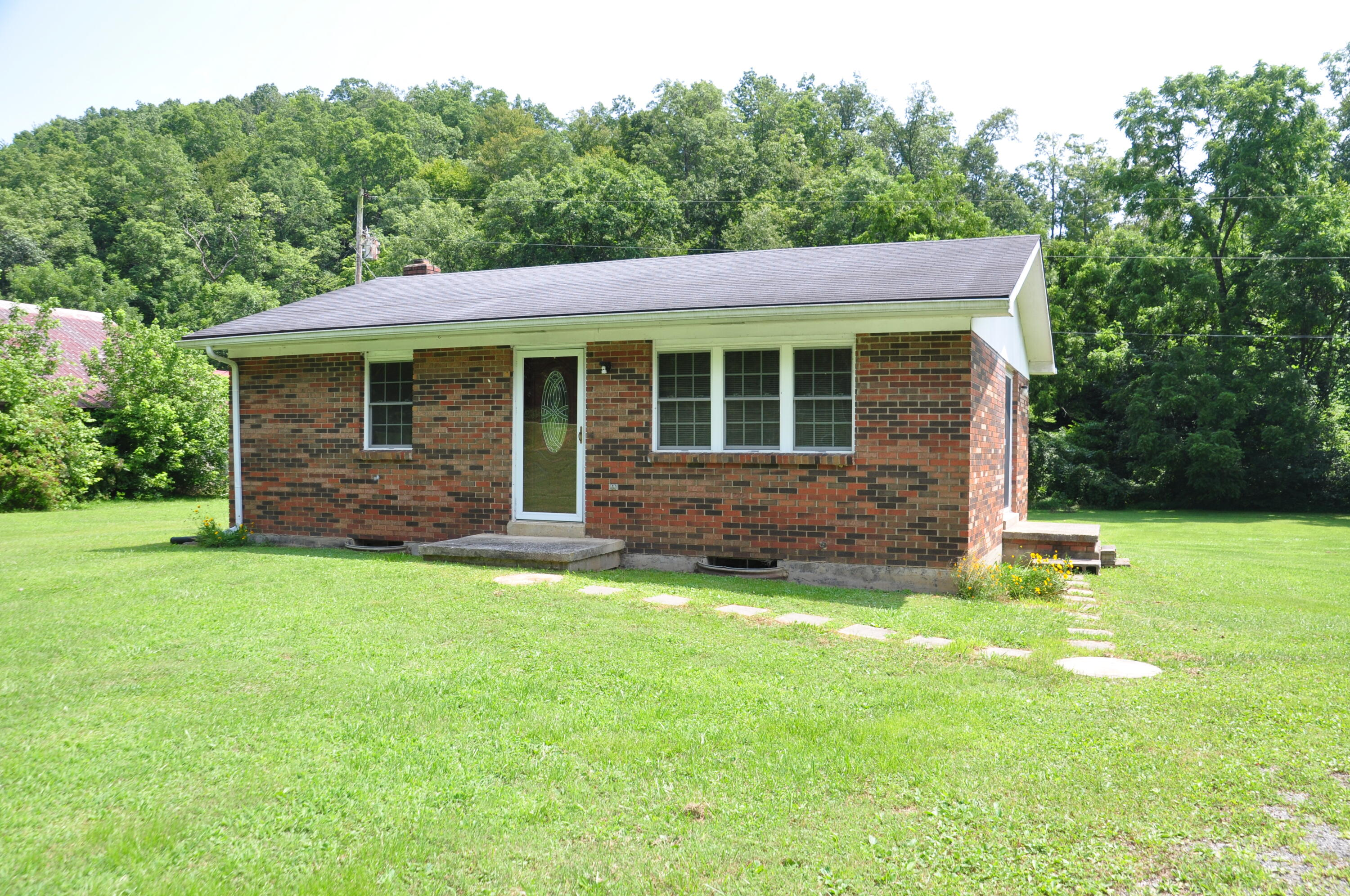 885 Centerville Road, West Liberty, KY 41472