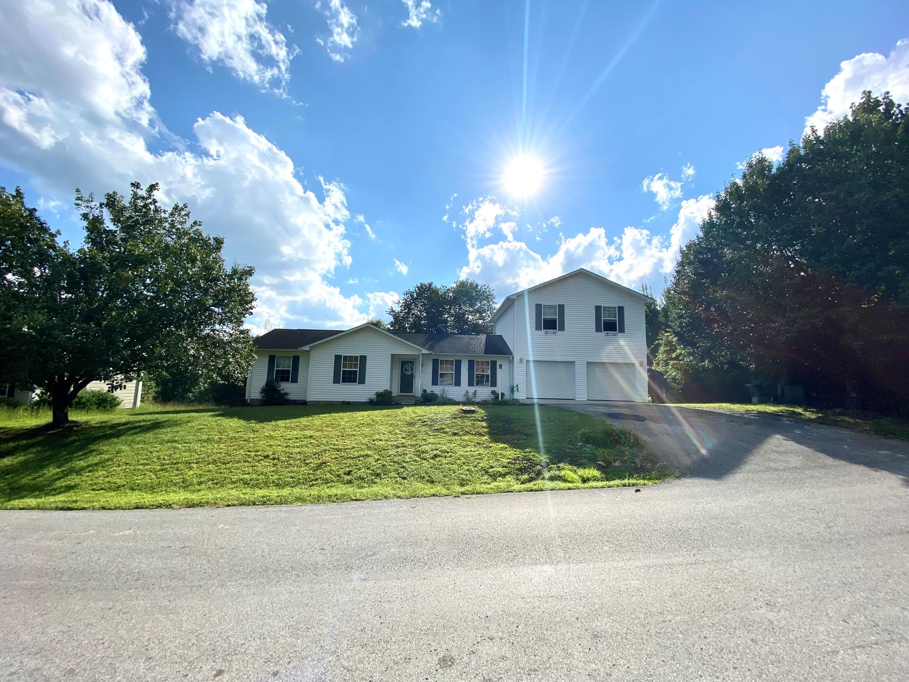 777 Hopkins Cemetery Road, Lily, KY 40740