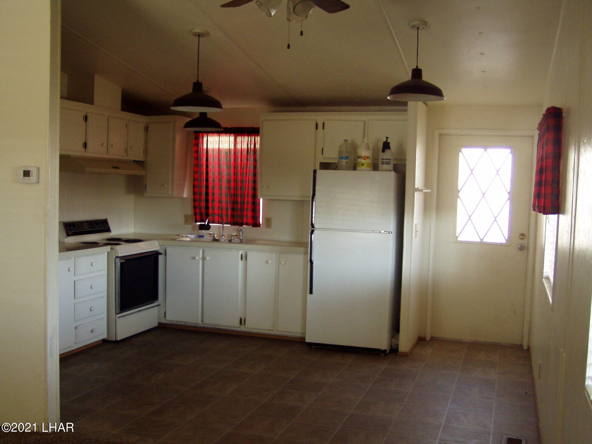 Listing photo id 15 for 10880 Admiral