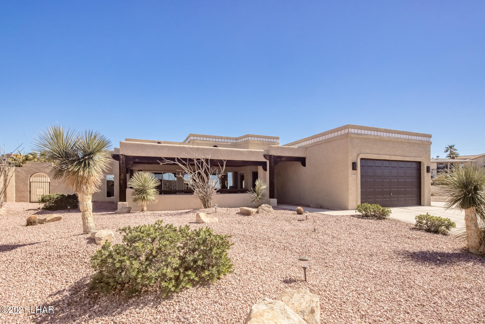 Listing photo id 2 for 2440 Souchak