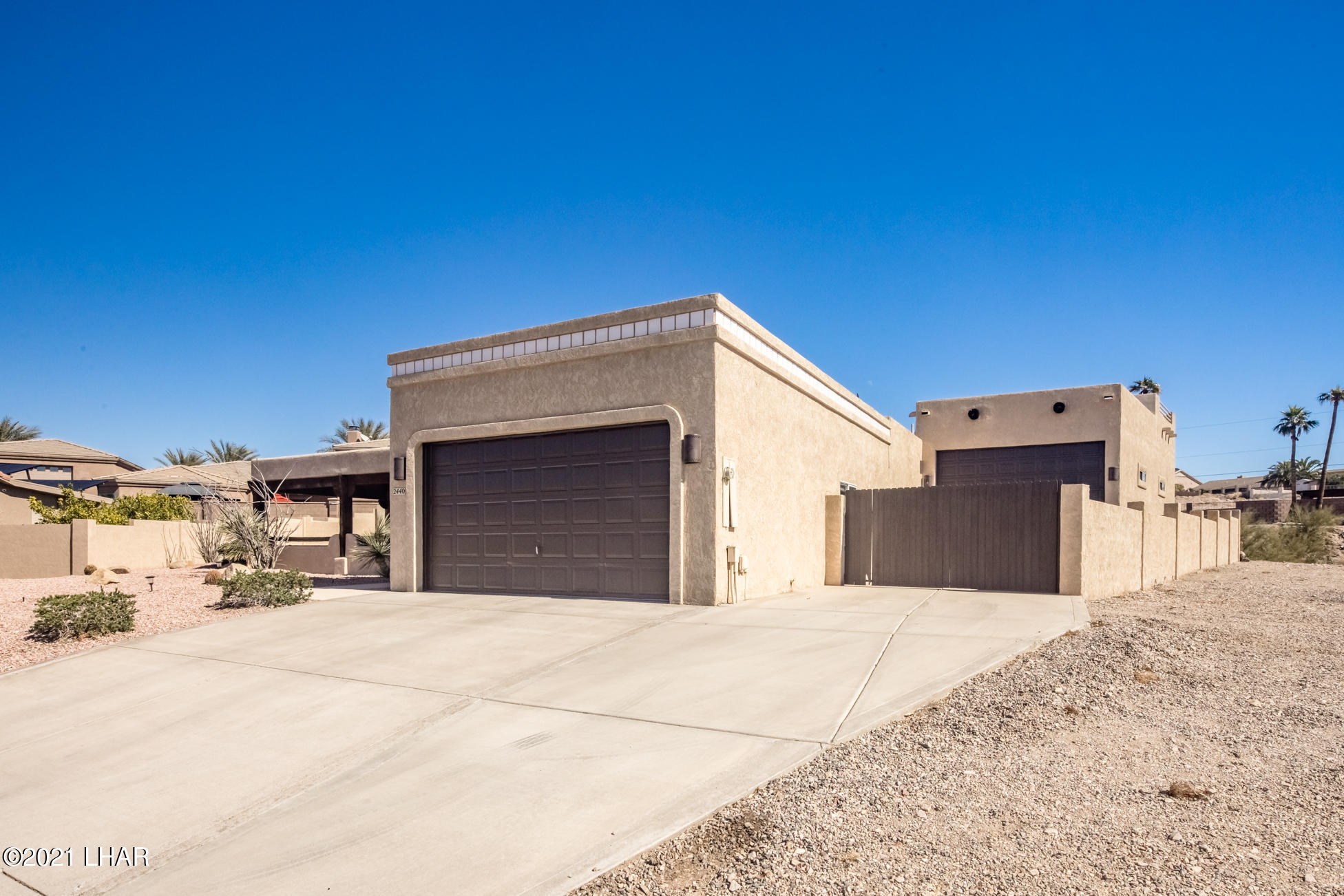 Listing photo id 5 for 2440 Souchak