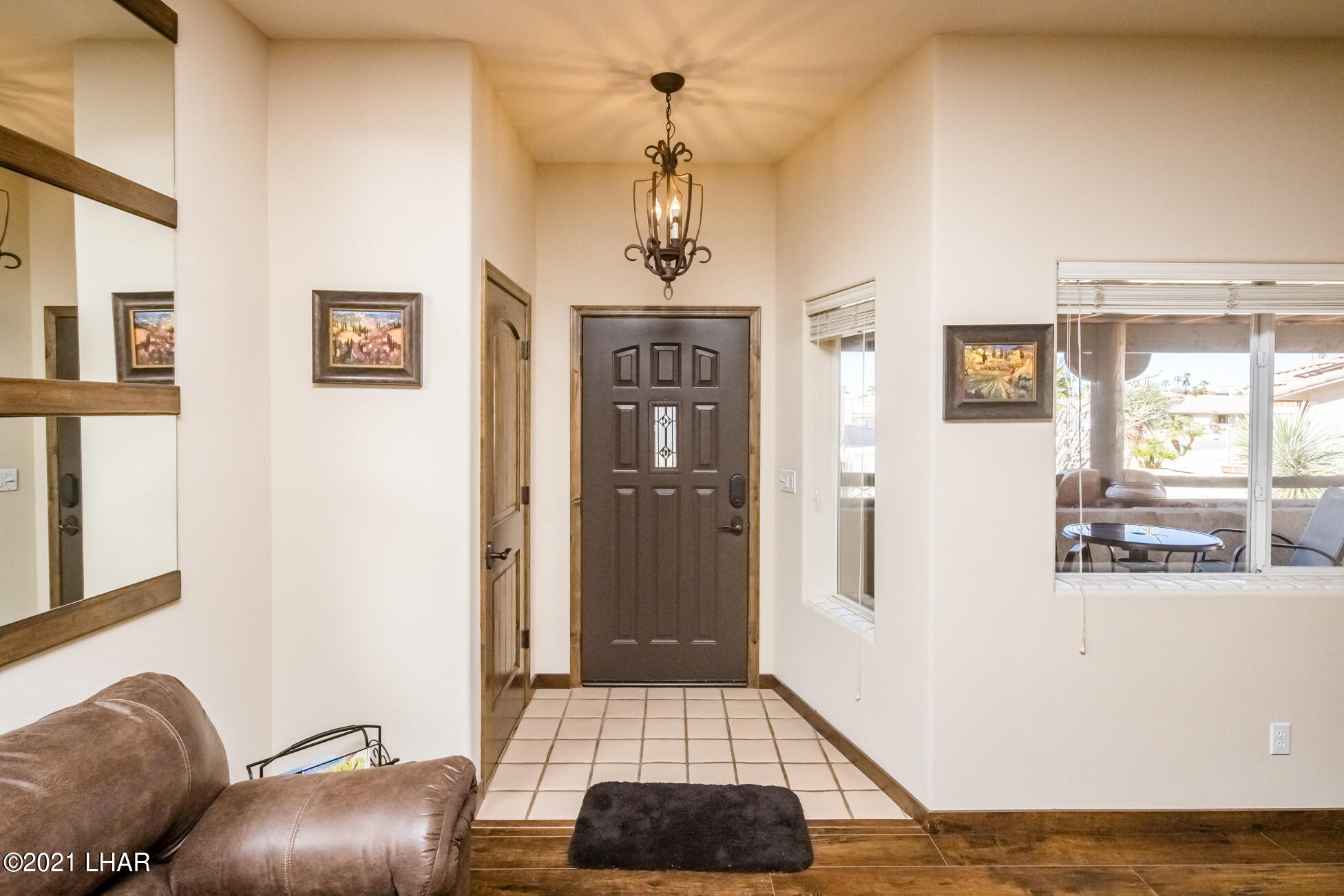 Listing photo id 11 for 2440 Souchak
