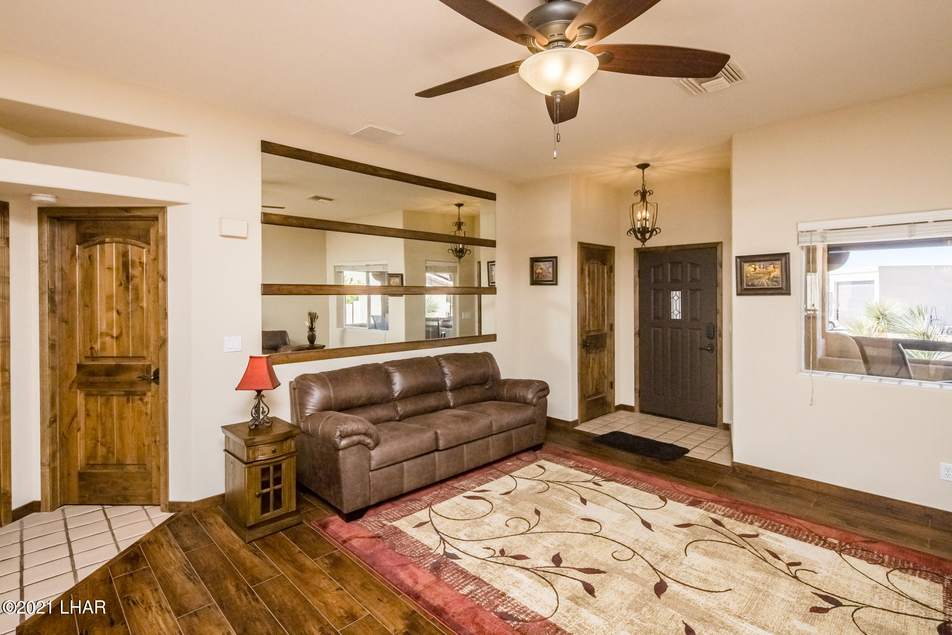 Listing photo id 14 for 2440 Souchak