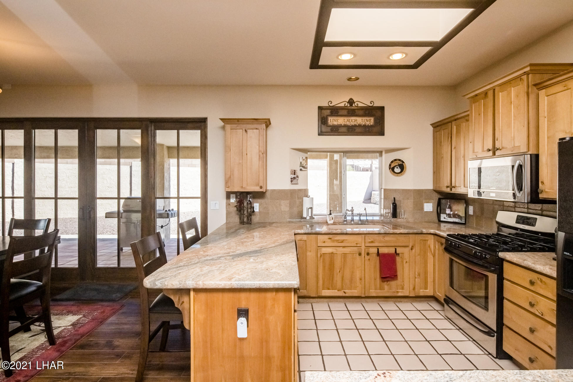 Listing photo id 23 for 2440 Souchak
