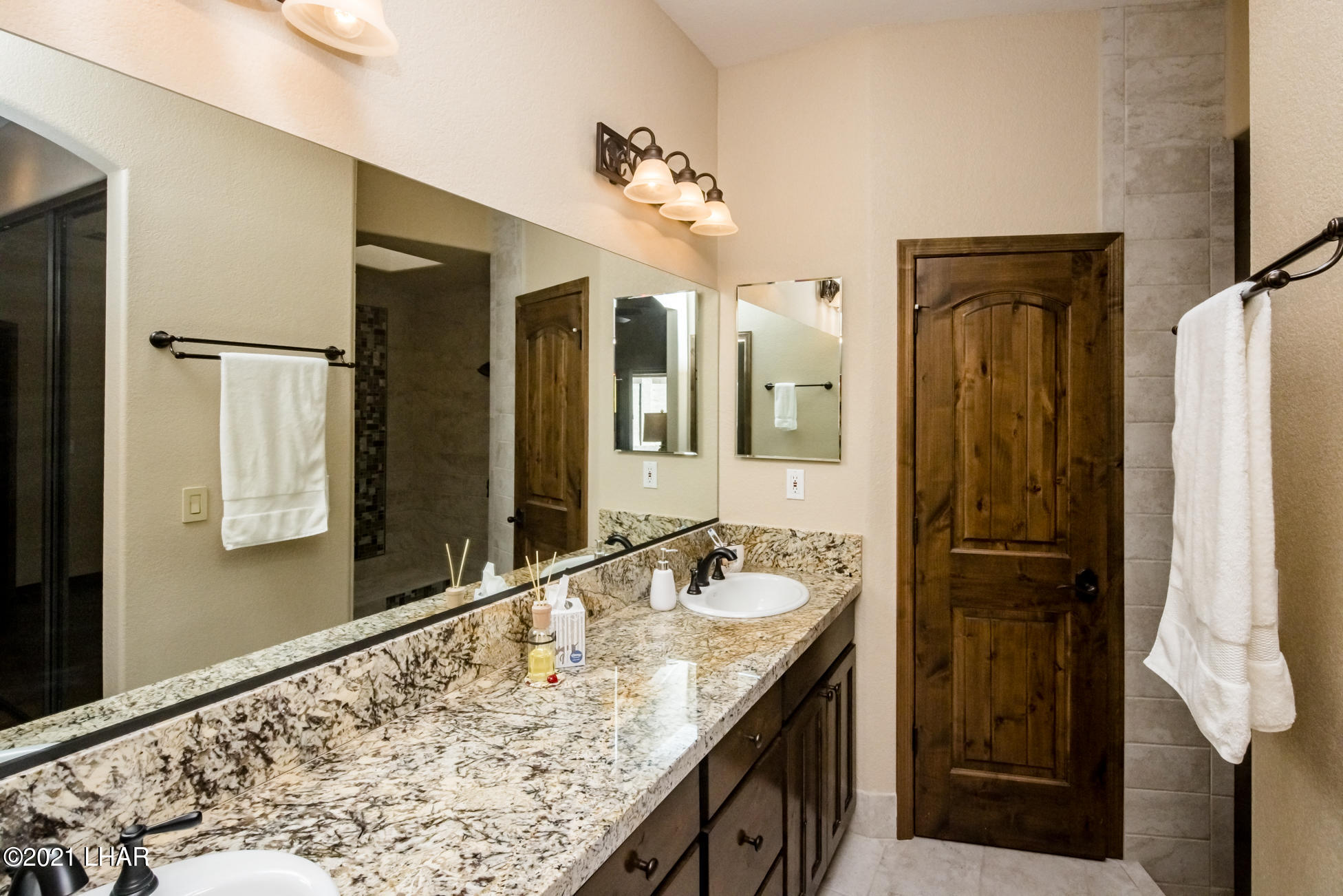 Listing photo id 29 for 2440 Souchak