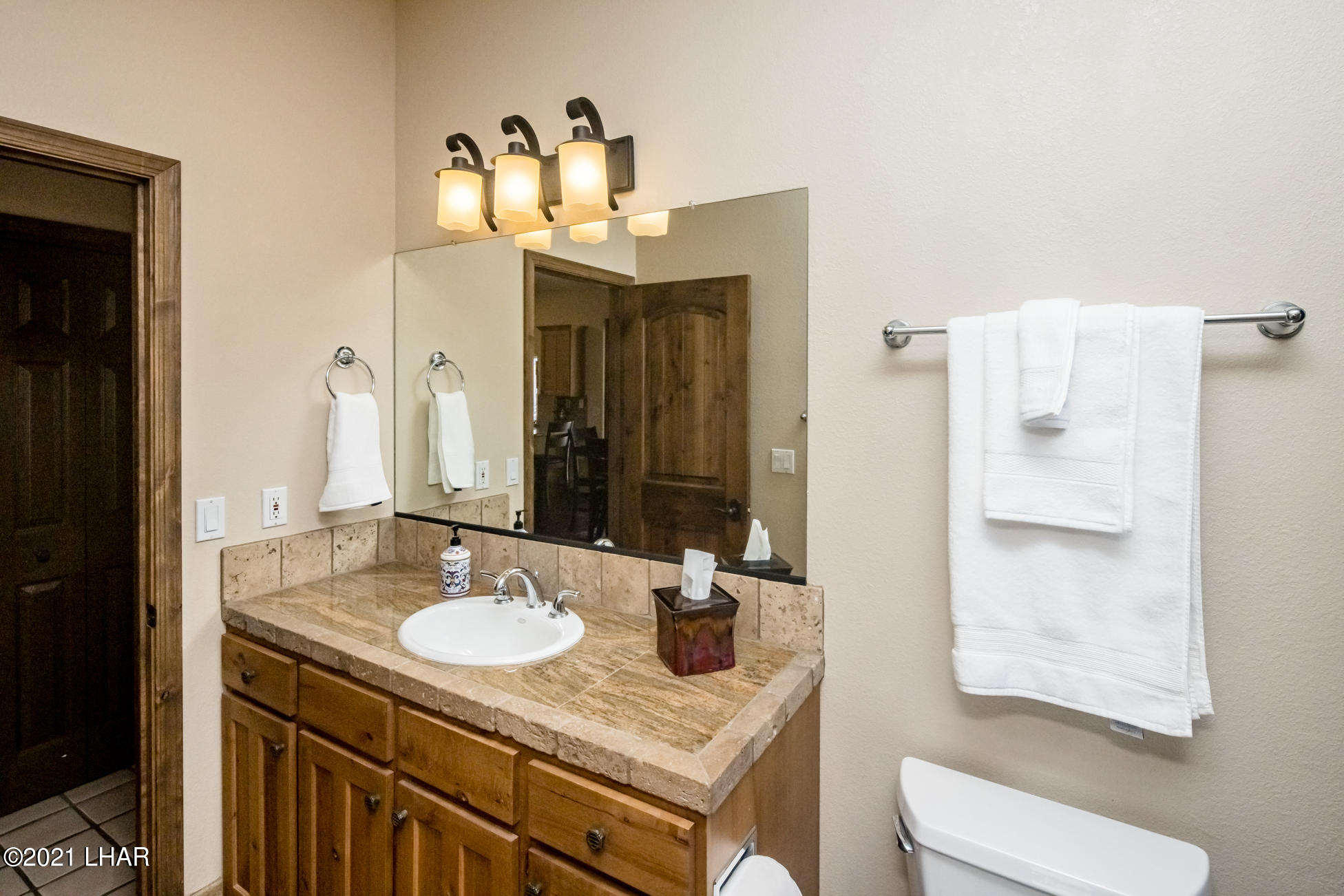 Listing photo id 37 for 2440 Souchak