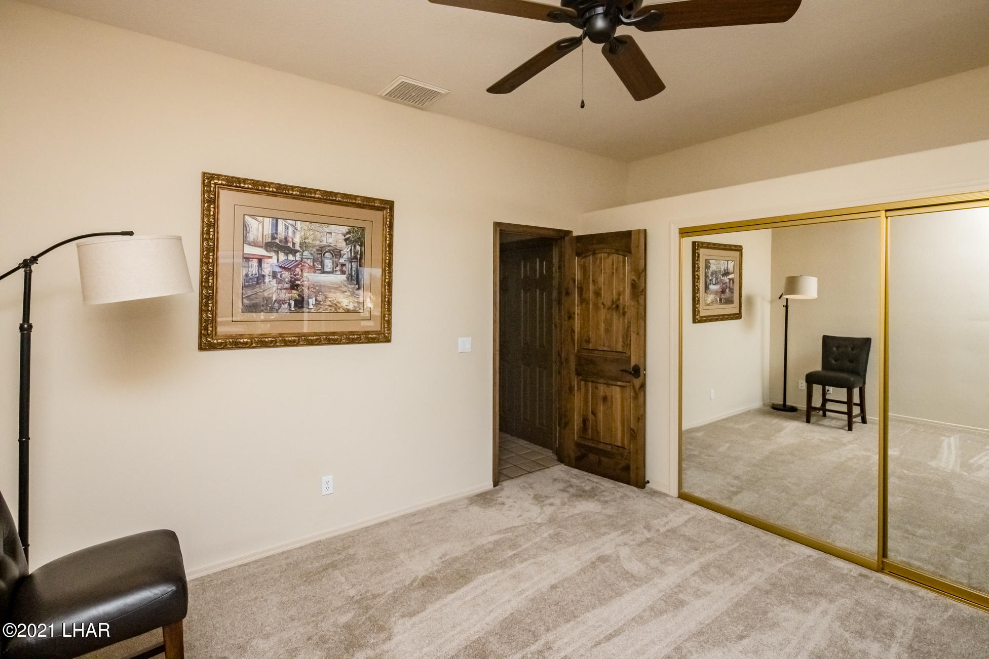 Listing photo id 40 for 2440 Souchak