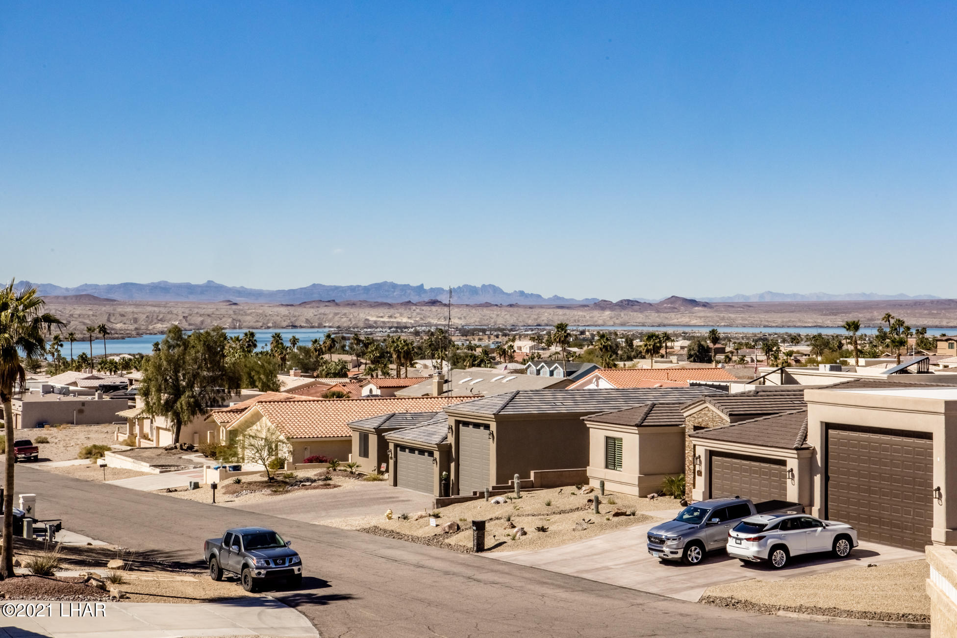 Listing photo id 67 for 2440 Souchak