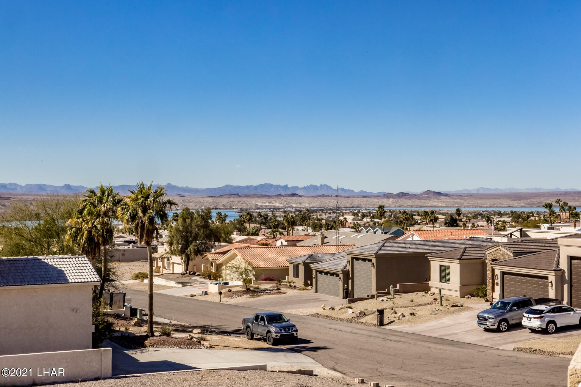 Listing photo id 70 for 2440 Souchak