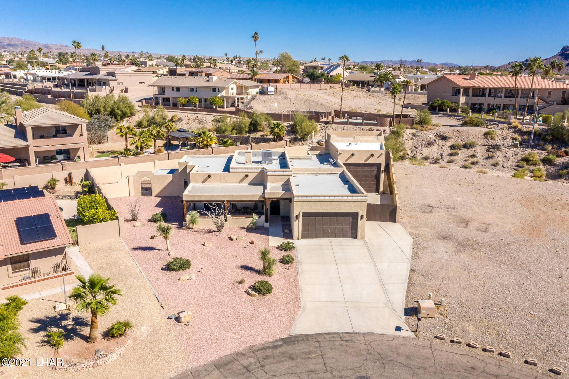 Listing photo id 74 for 2440 Souchak