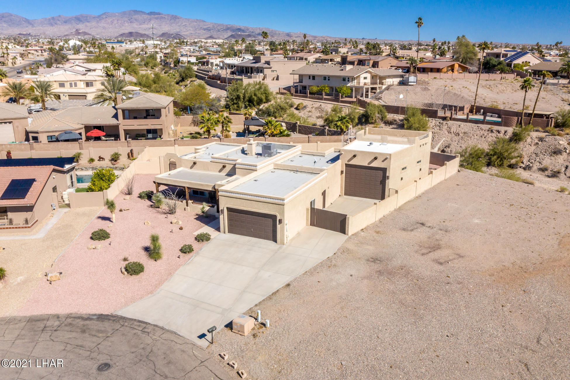 Listing photo id 75 for 2440 Souchak