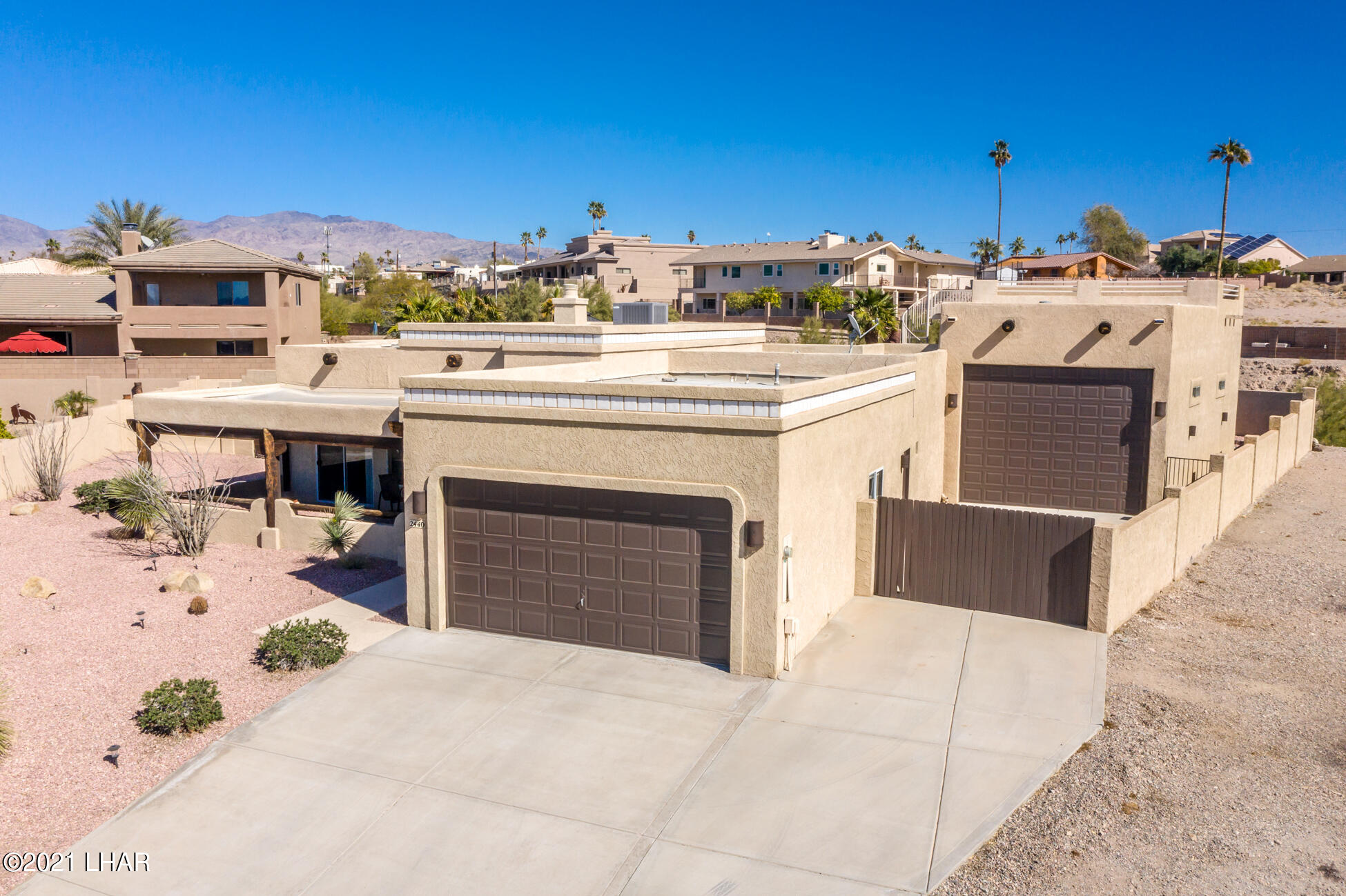 Listing photo id 84 for 2440 Souchak