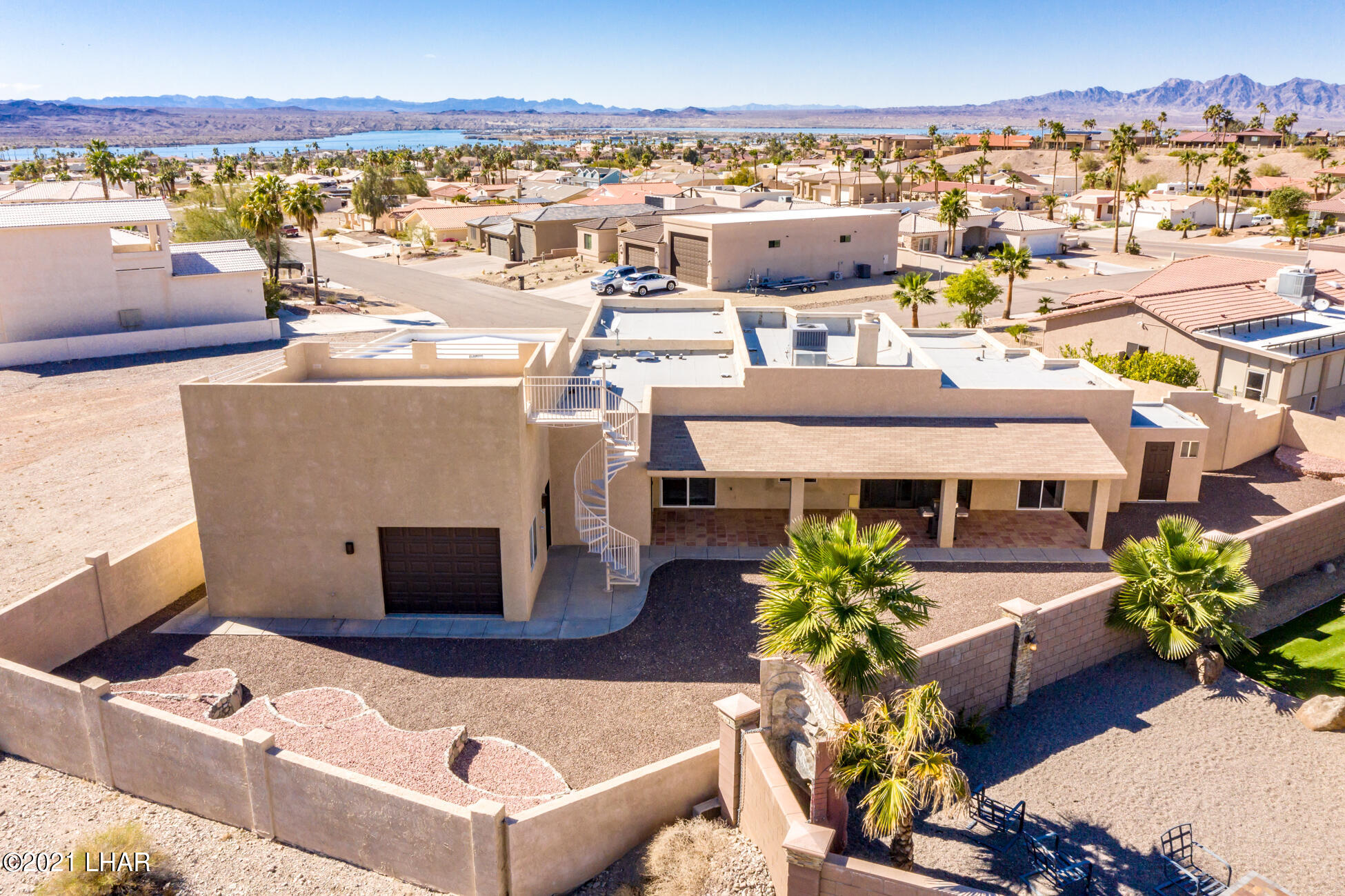 Listing photo id 88 for 2440 Souchak