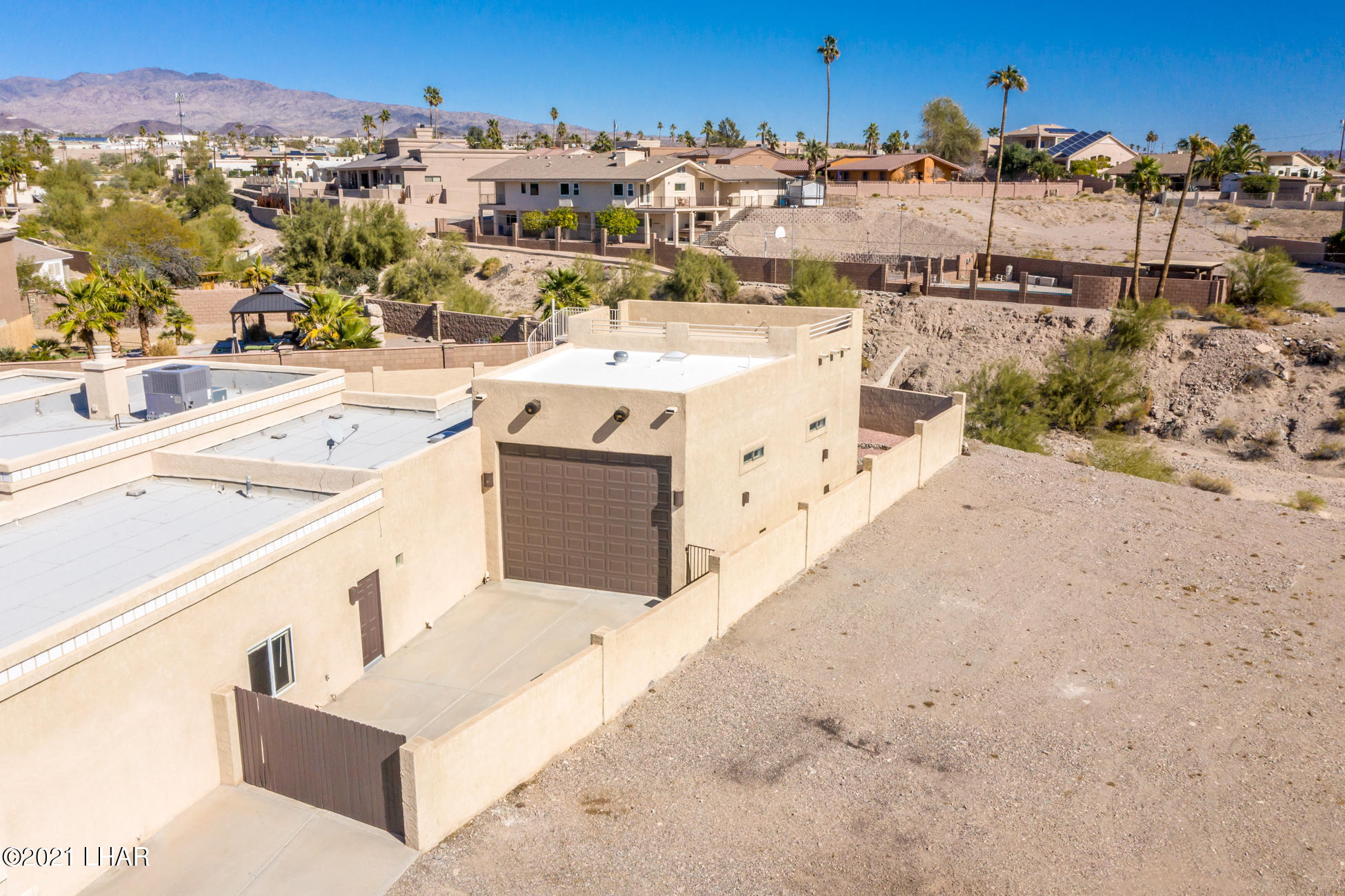 Listing photo id 94 for 2440 Souchak