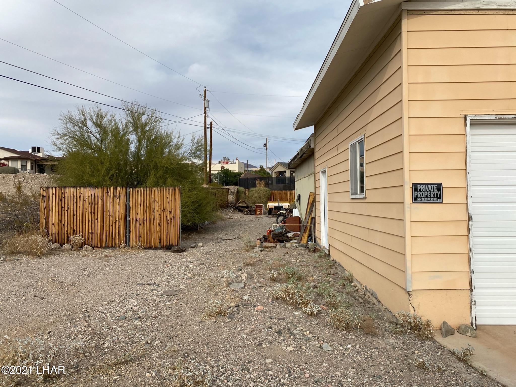 Listing photo id 2 for 3495 Mitchell