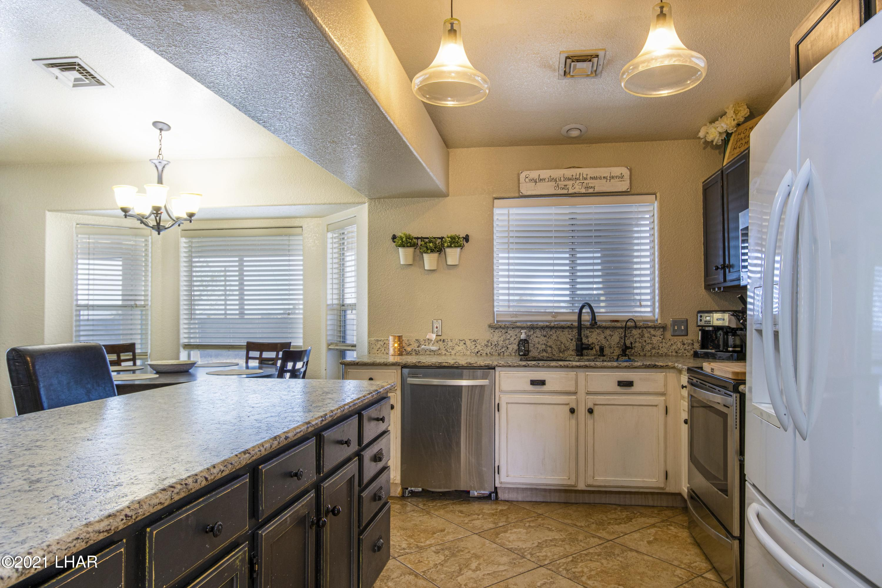 Listing photo id 11 for 3367 Bluegrass