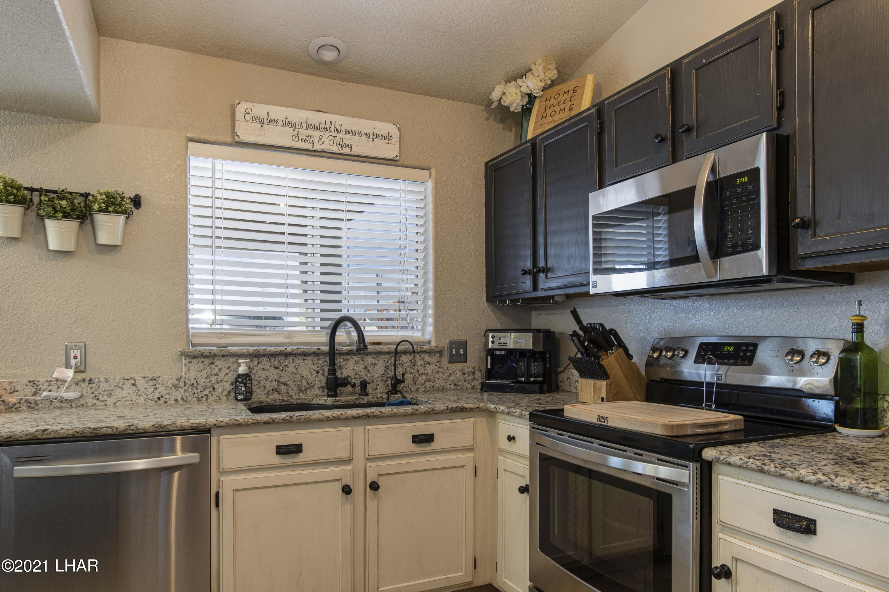 Listing photo id 12 for 3367 Bluegrass