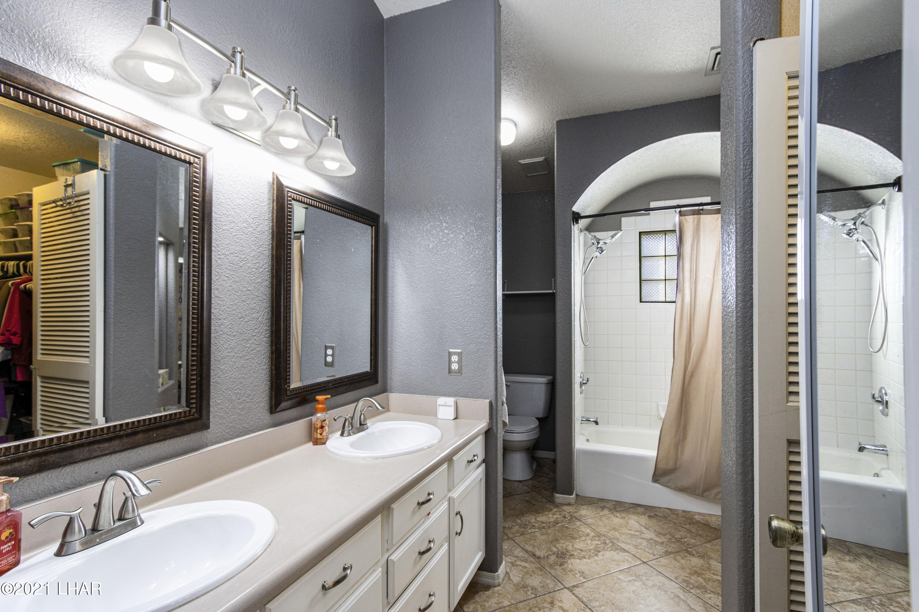 Listing photo id 17 for 3367 Bluegrass