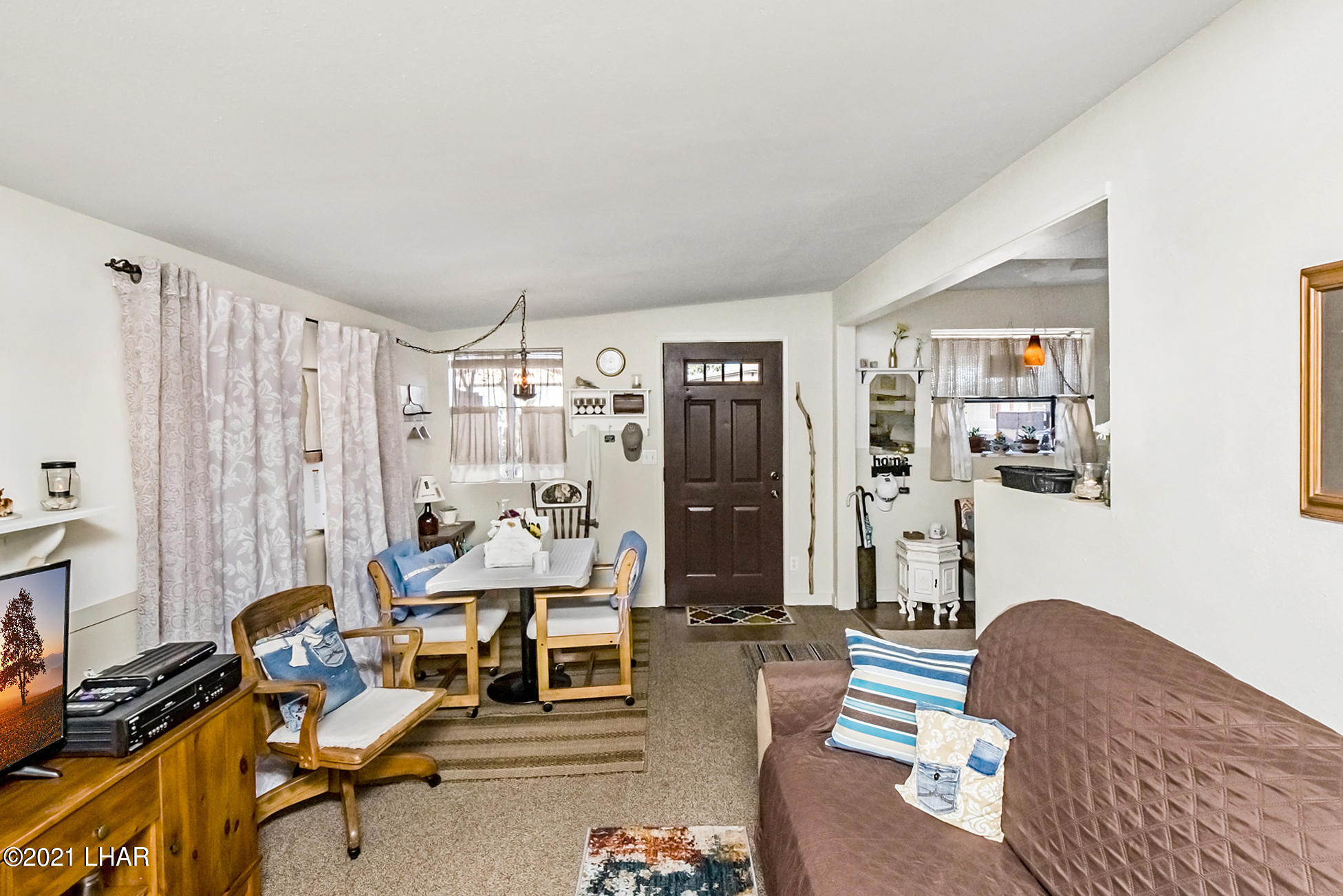 Listing photo id 10 for 562 Mead