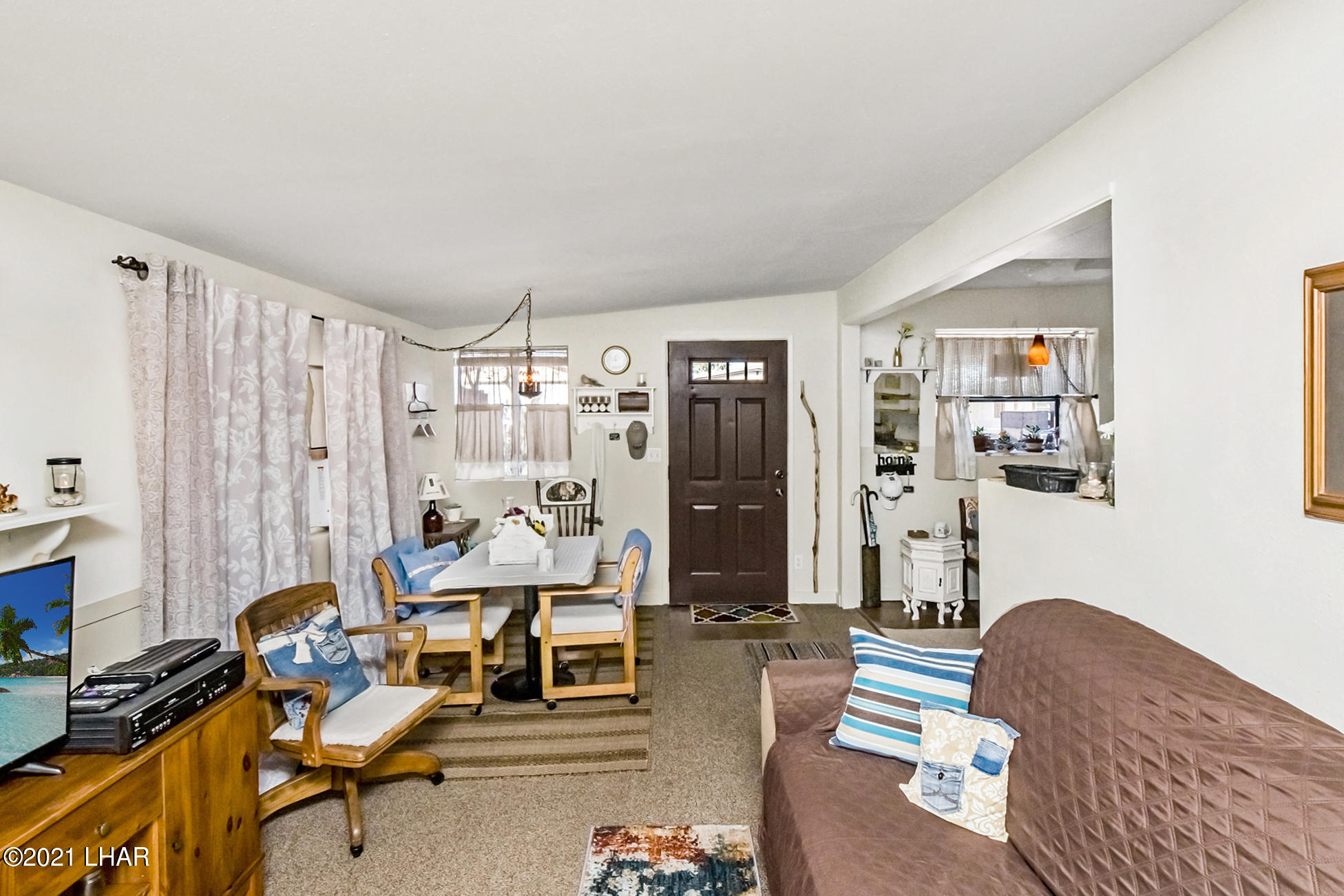 Listing photo id 11 for 562 Mead