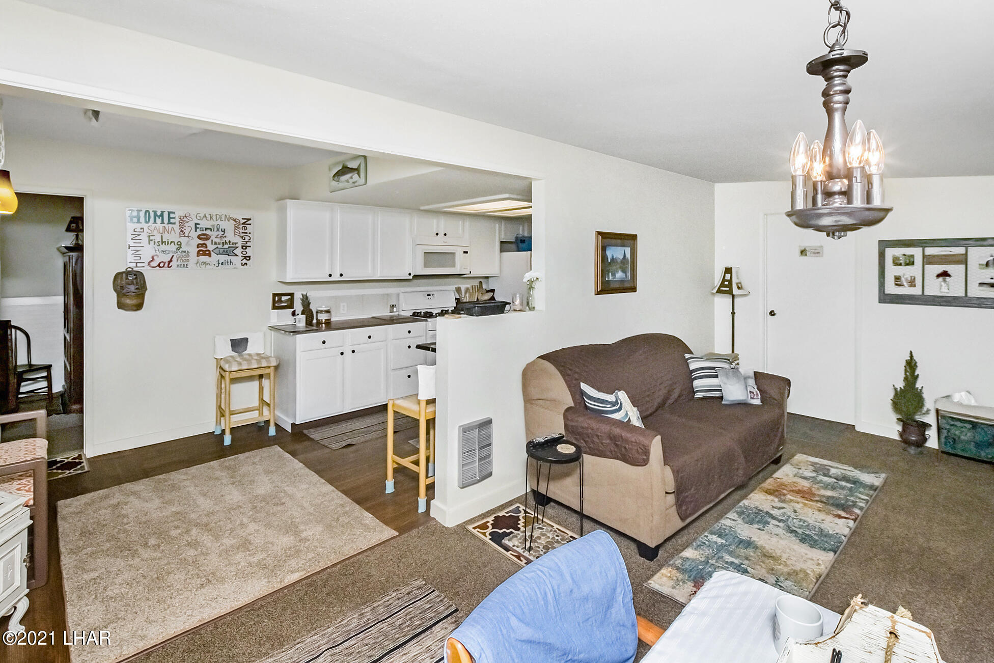 Listing photo id 13 for 562 Mead