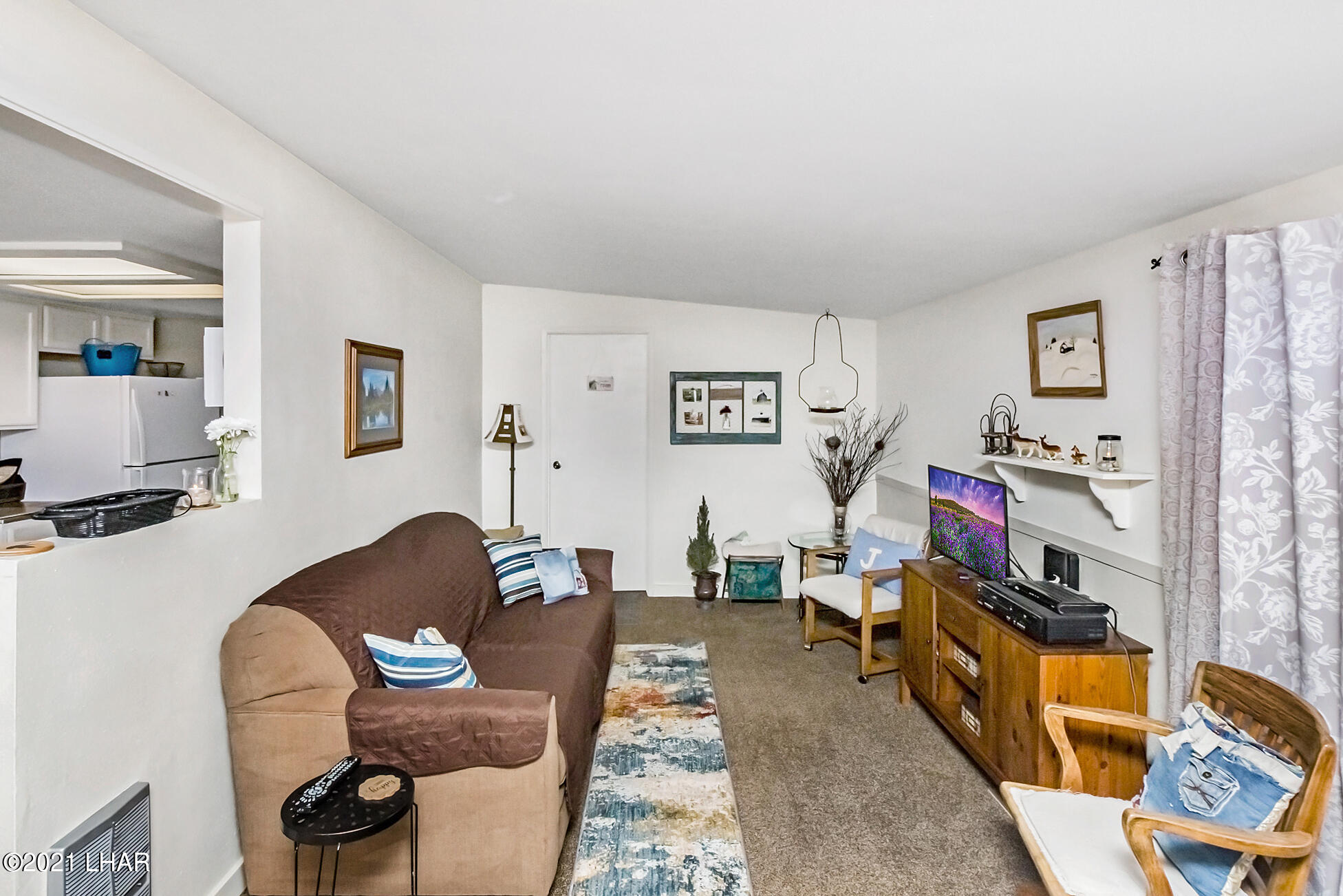 Listing photo id 14 for 562 Mead