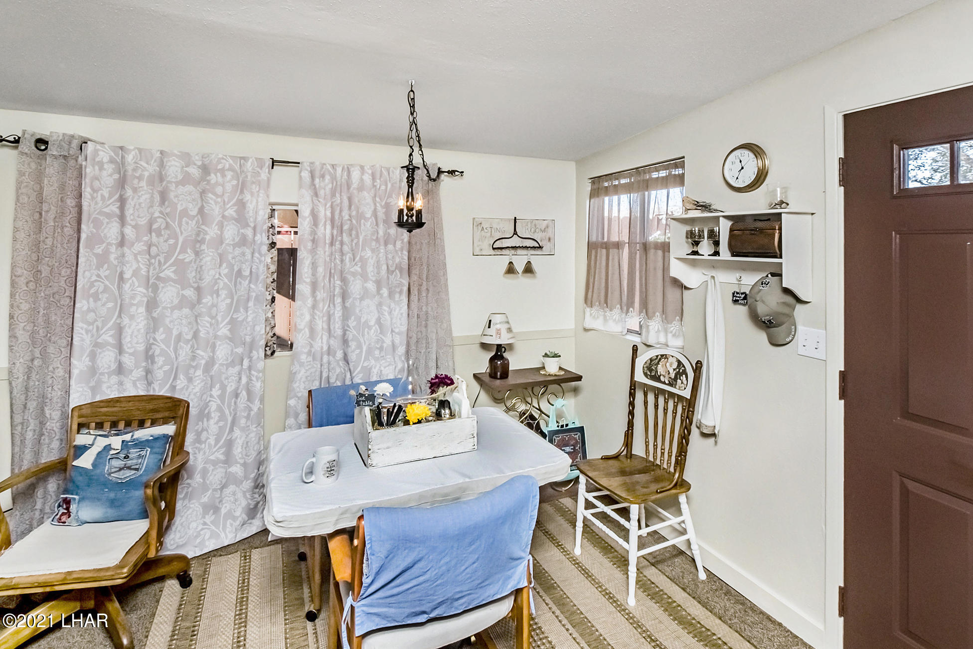Listing photo id 16 for 562 Mead