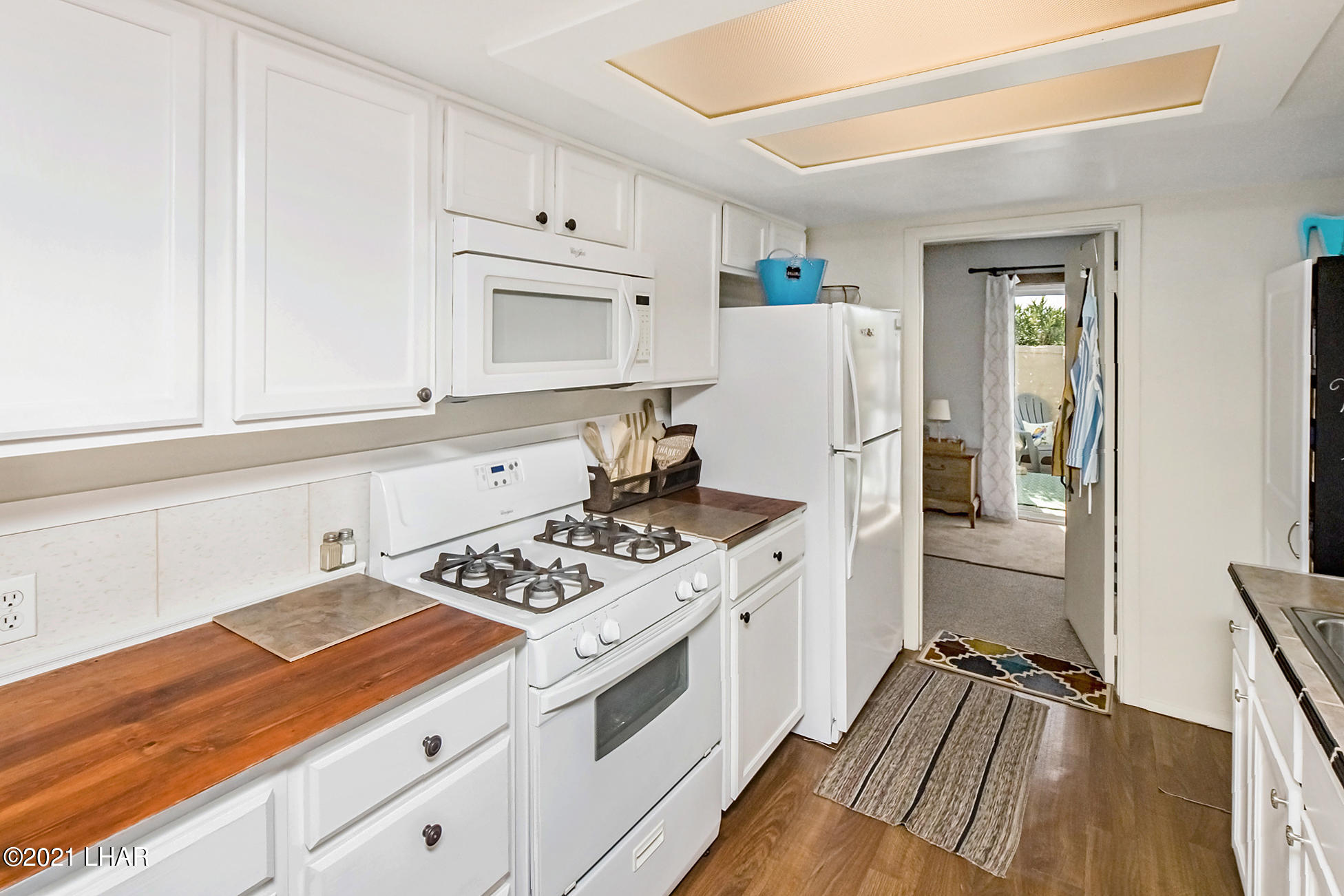 Listing photo id 22 for 562 Mead