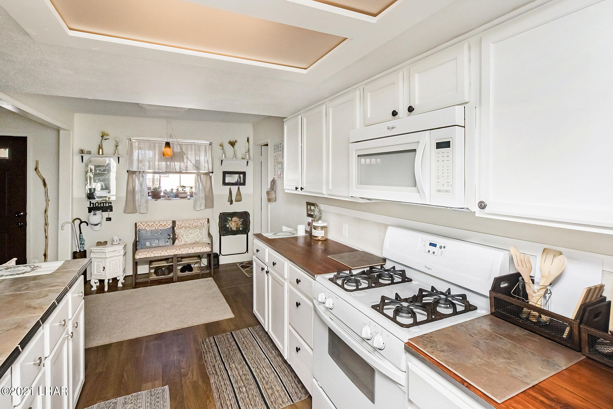 Listing photo id 24 for 562 Mead