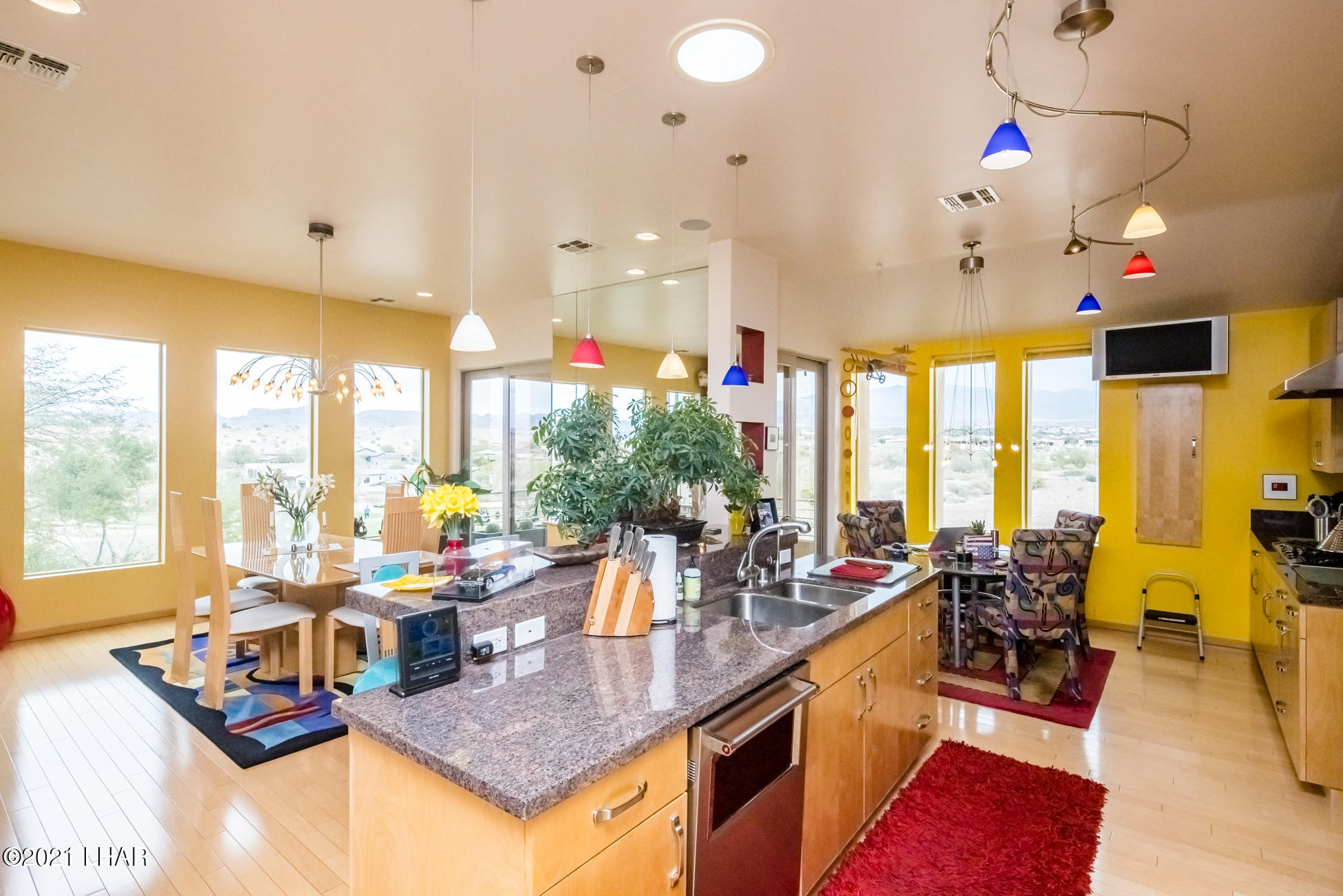 Listing photo id 11 for 3698 Winifred