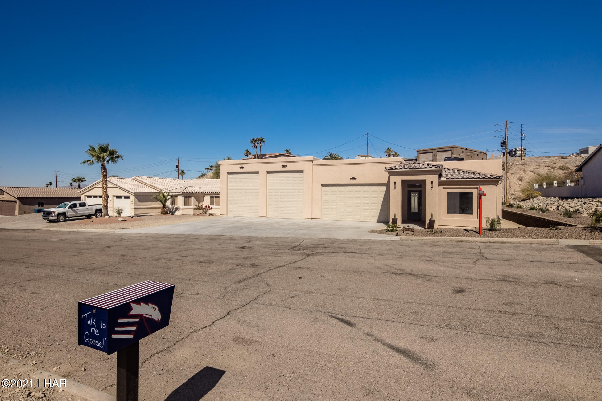 Listing photo id 2 for 3125 Maverick