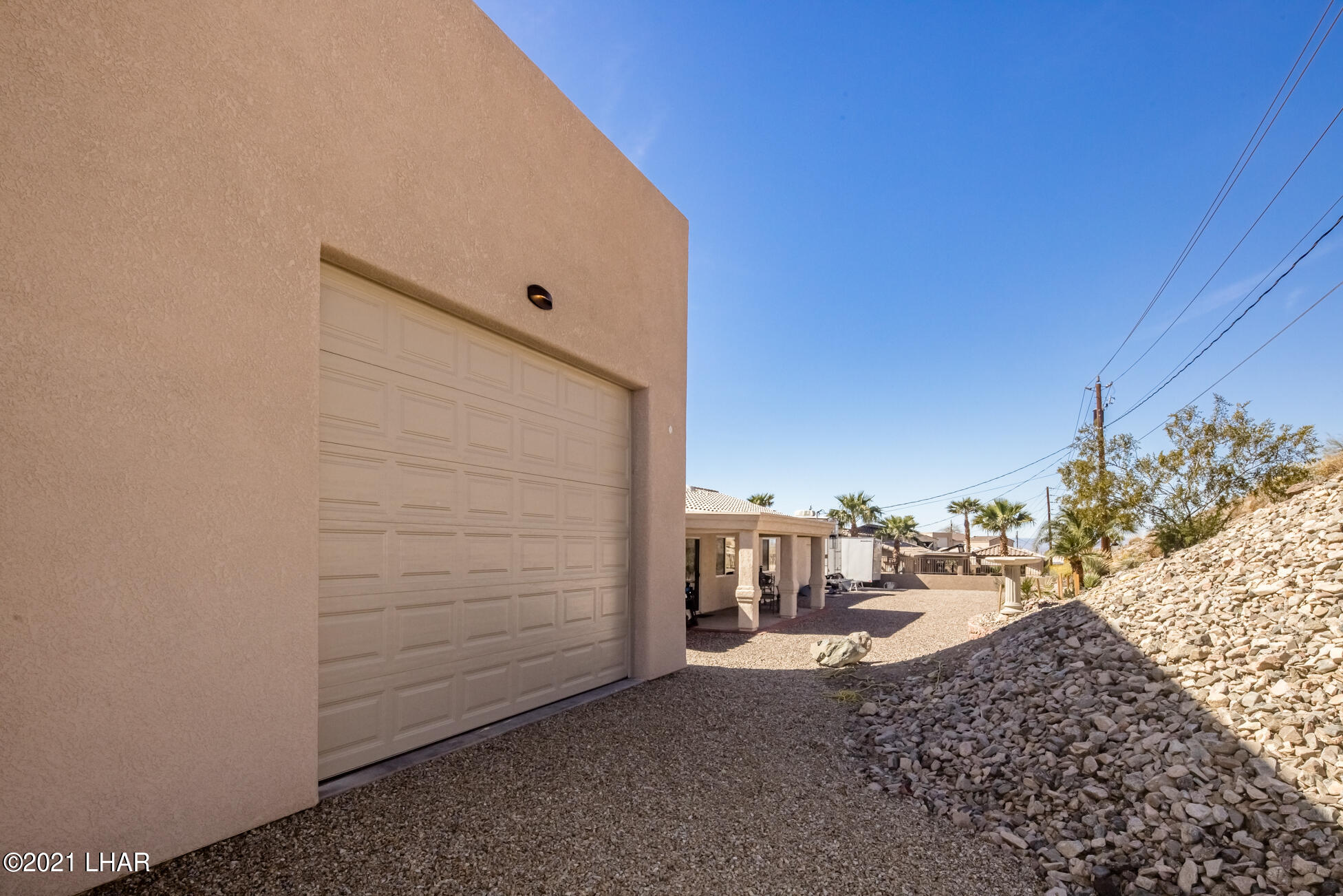 Listing photo id 61 for 3125 Maverick