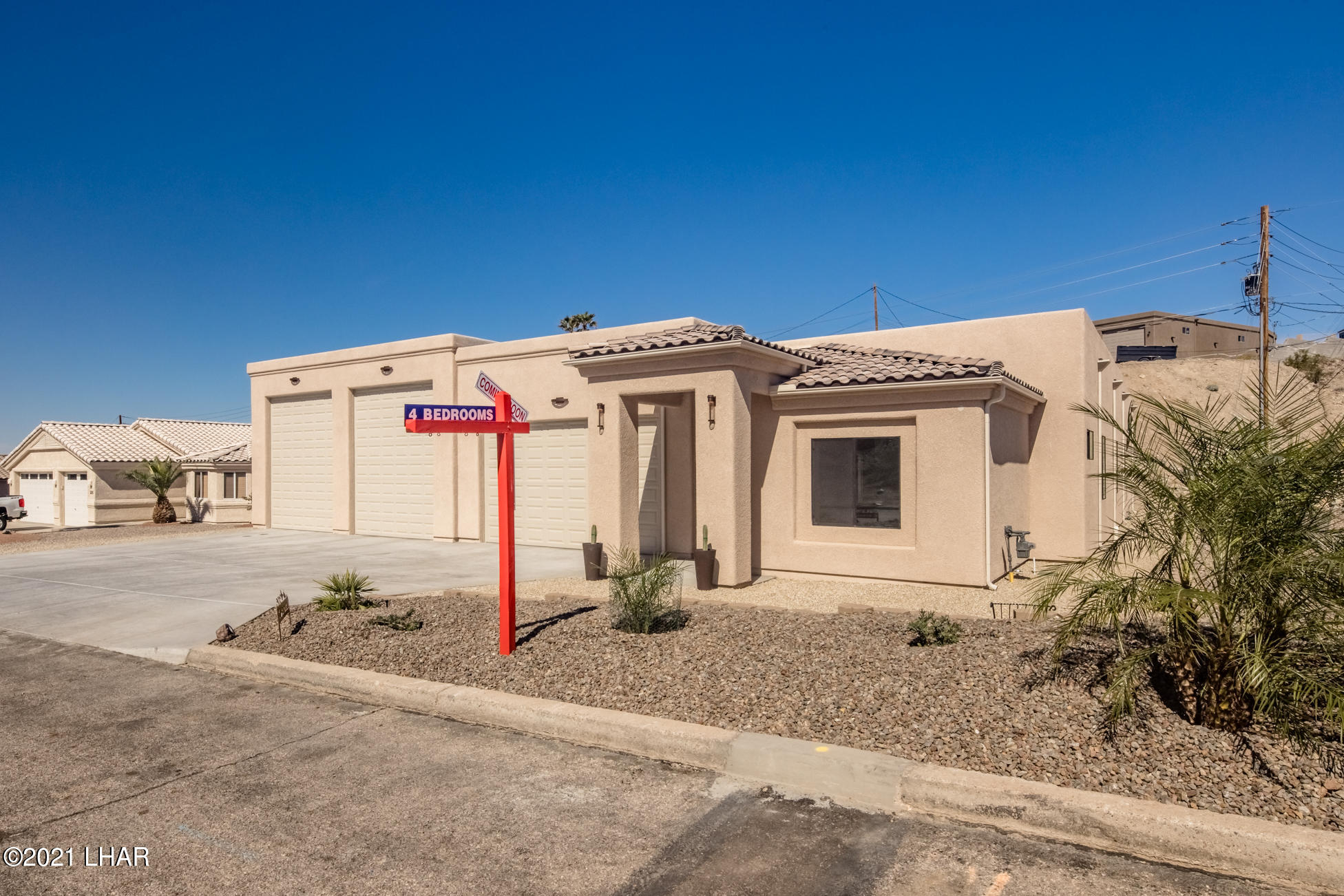 Listing photo id 1 for 3125 Maverick