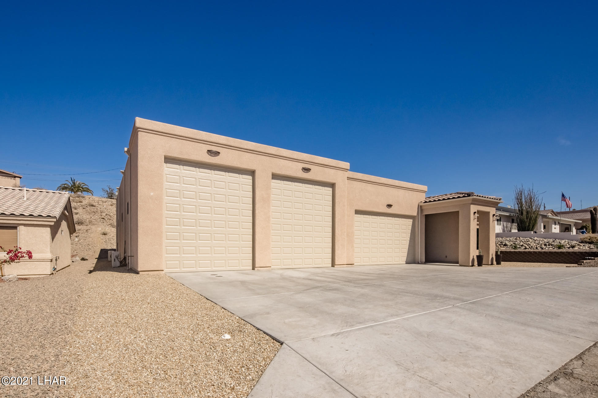 Listing photo id 4 for 3125 Maverick