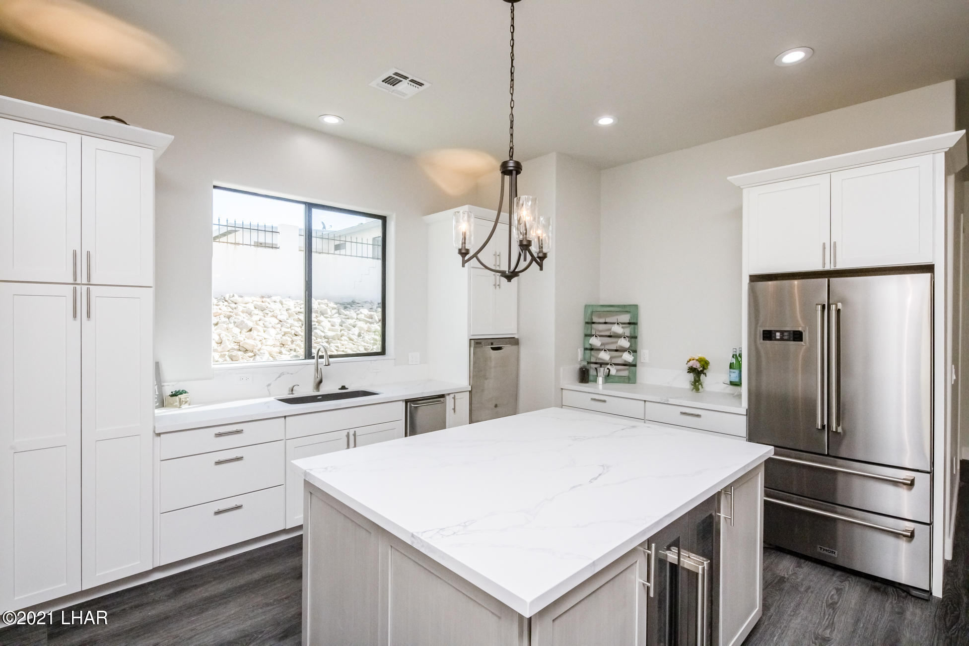 Listing photo id 9 for 3125 Maverick
