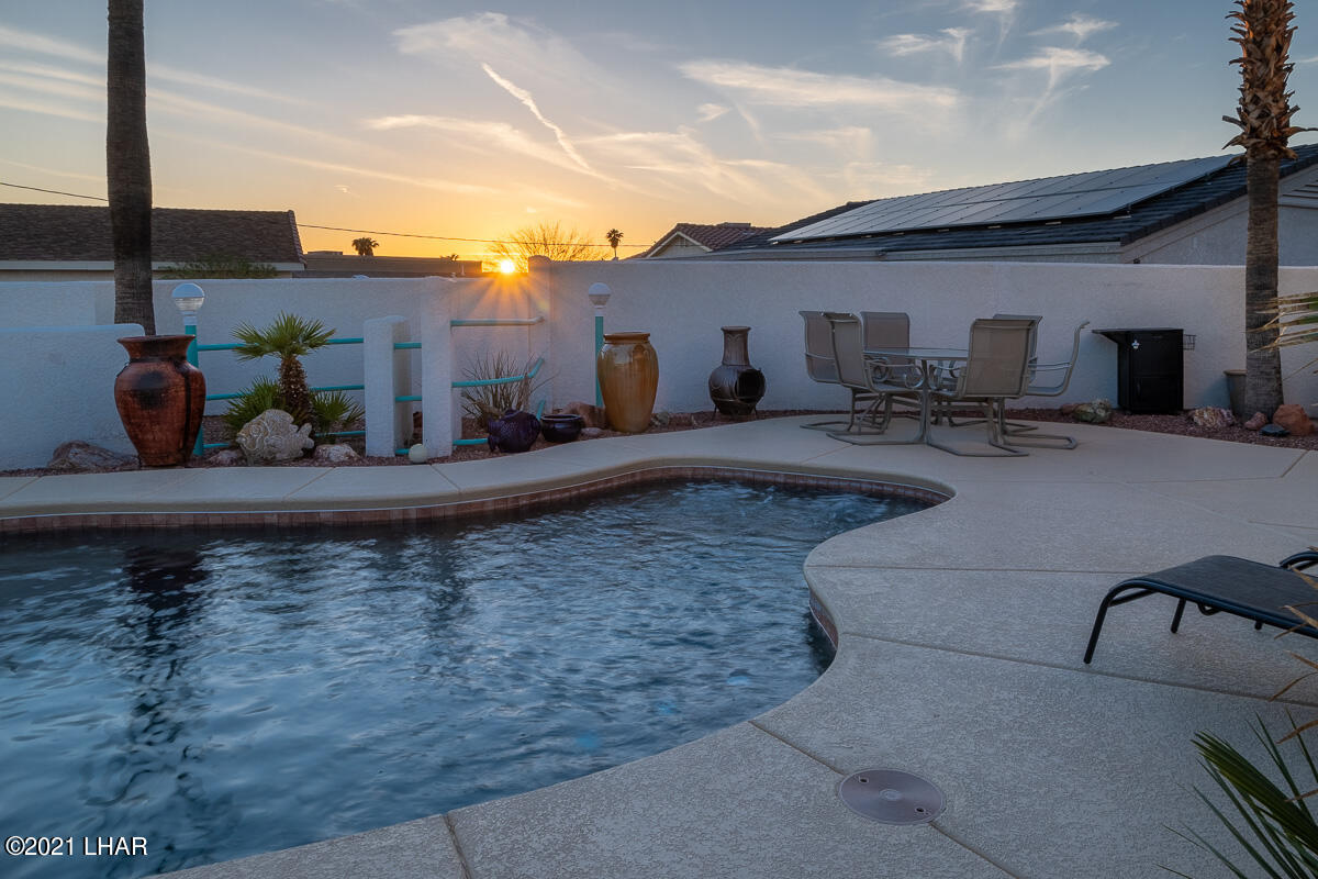 Listing photo id 46 for 2810 Castaway