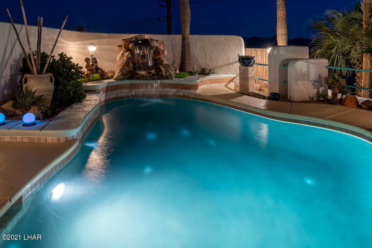 Listing photo id 56 for 2810 Castaway