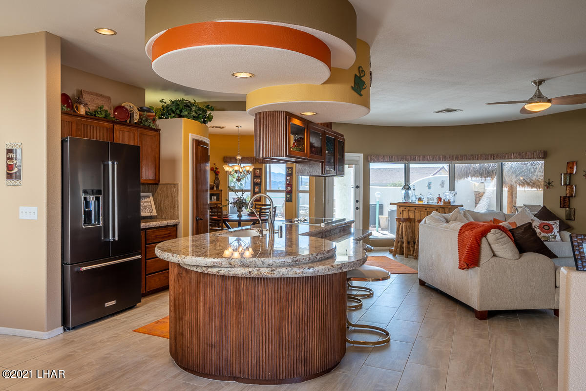 Listing photo id 5 for 2810 Castaway