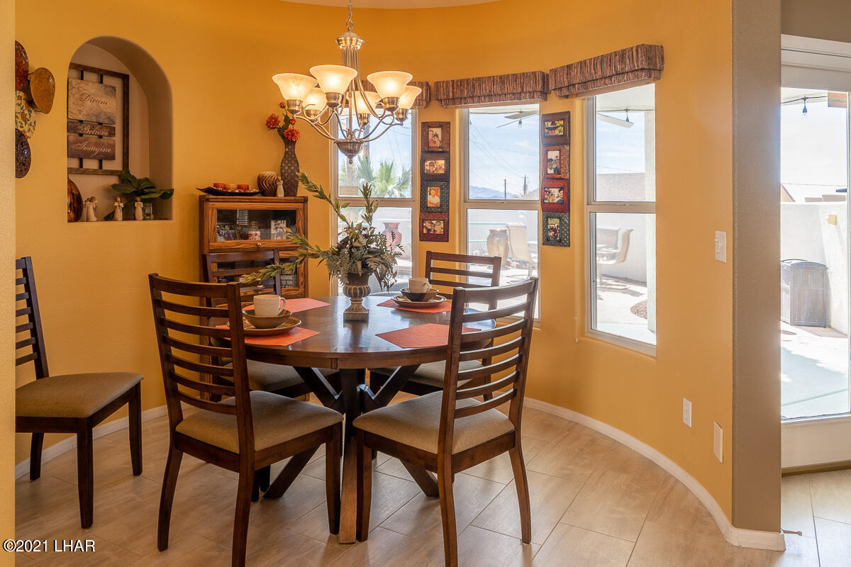 Listing photo id 10 for 2810 Castaway