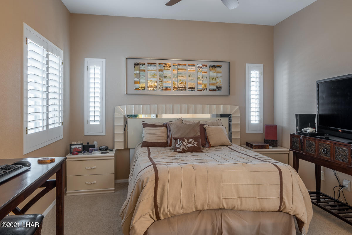 Listing photo id 26 for 2810 Castaway