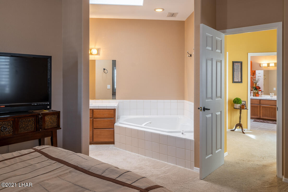 Listing photo id 27 for 2810 Castaway