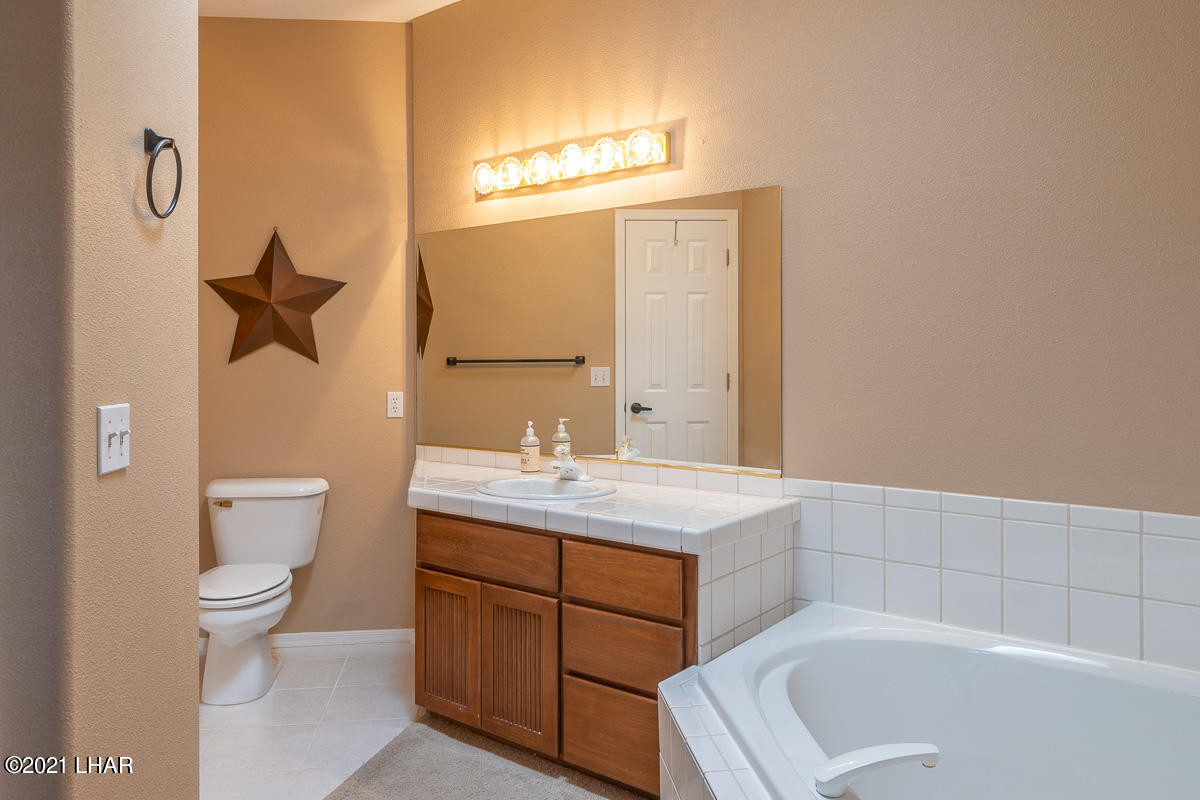 Listing photo id 28 for 2810 Castaway