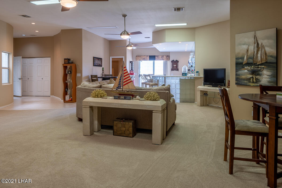 Listing photo id 33 for 2810 Castaway