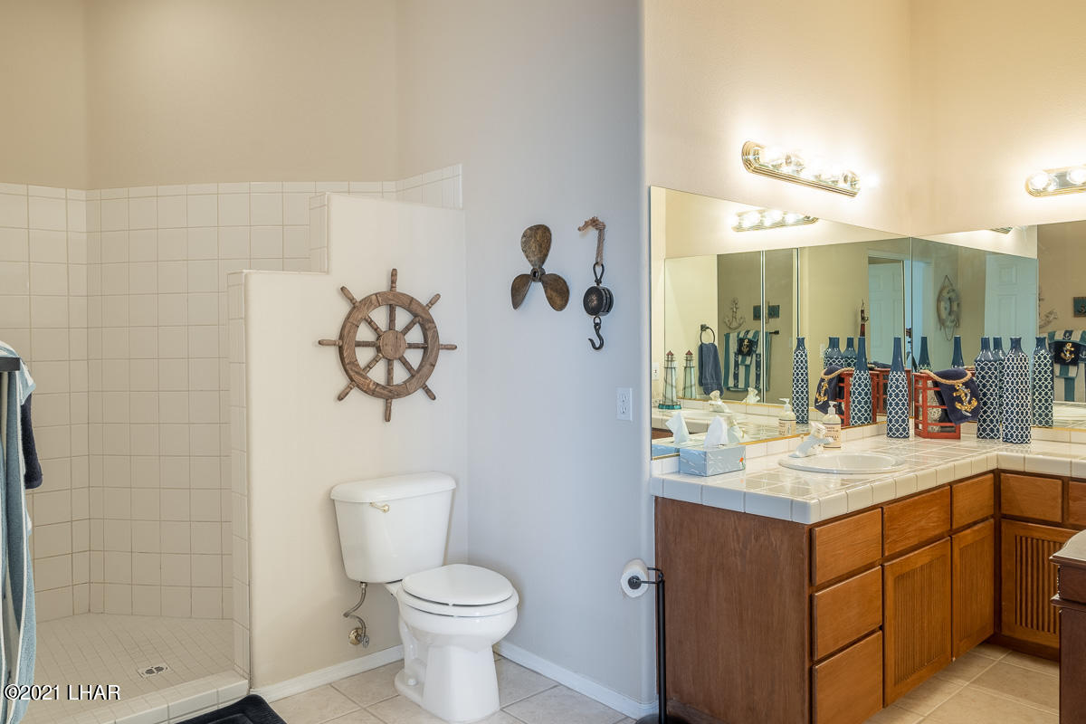 Listing photo id 41 for 2810 Castaway